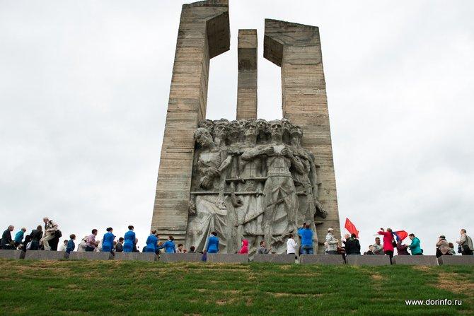 памятники в новосибирске правый берег
